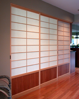 shoji screen room dividers separating the guest room from the entry